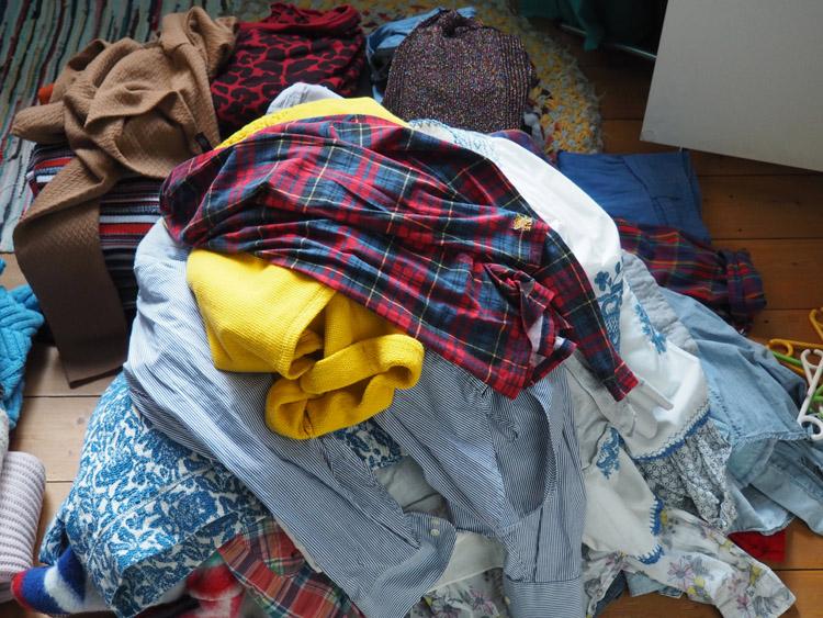 Minimalismus im Kleiderschrank_weniger ist mehr_golden cage
