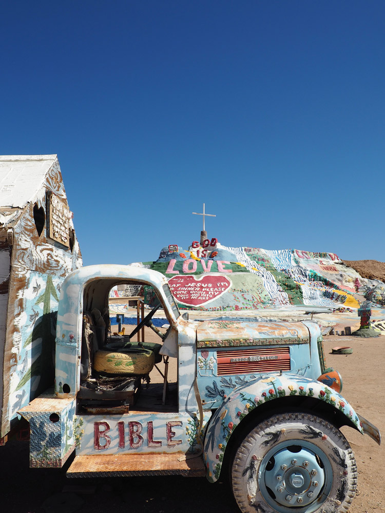 Salvation Mountain_California_golden cage_2