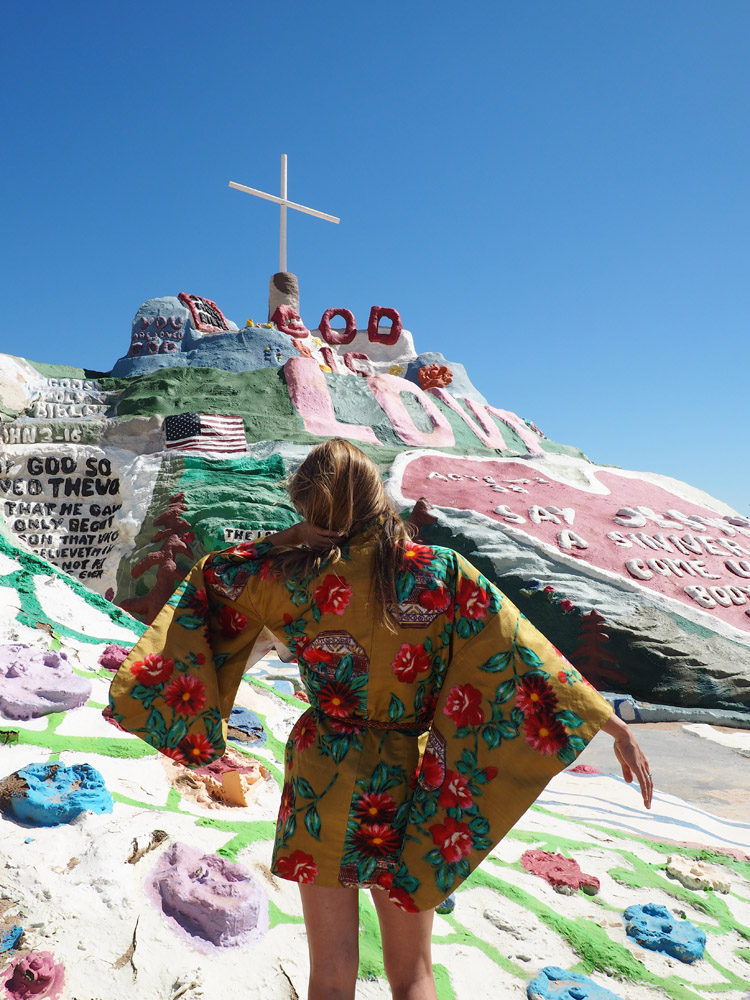 Salvation Mountain_California_golden cage_Vintage_Kimono_2