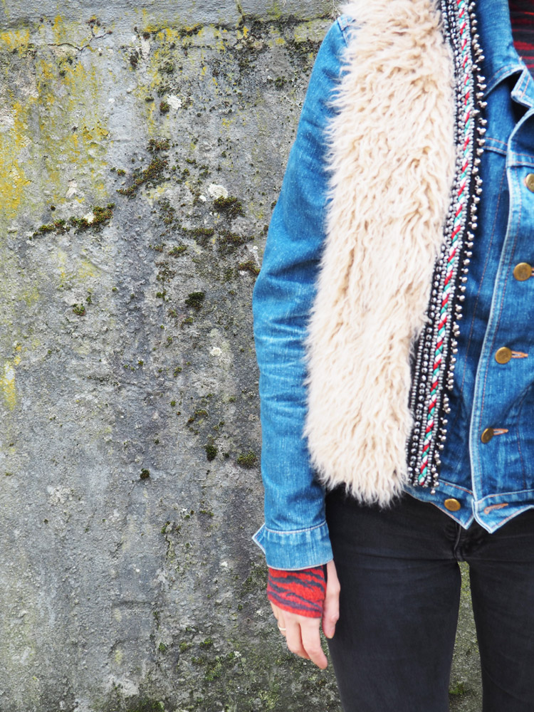 Fellweste ZARA_Jeansjacke Boxer_Skinny H&M_Boots Vagabond_golden cage_4