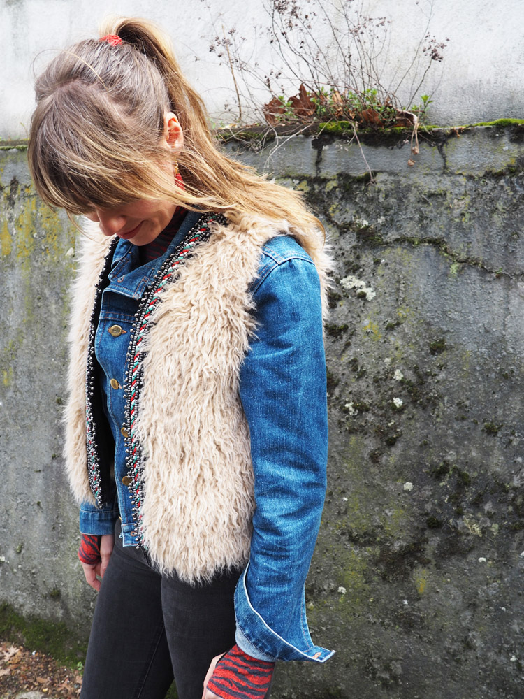 Fellweste ZARA_Jeansjacke Boxer_Skinny H&M_Boots Vagabond_golden cage_5