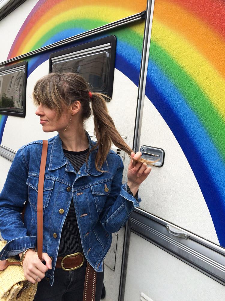Rainbow Caravan_Jeansjacke Vintage_Korbtasche Toino Abel via BLACK VELVET CIRCUS_2
