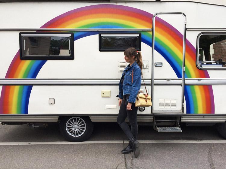 Rainbow Caravan_Jeansjacke Vintage_Korbtasche Toino Abel via BLACK VELVET CIRCUS_7