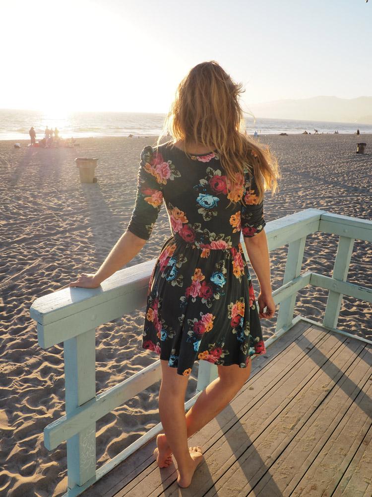 Blumenkleid_Santa Monica Beach_Rettungsturm_LA_golden cage_2