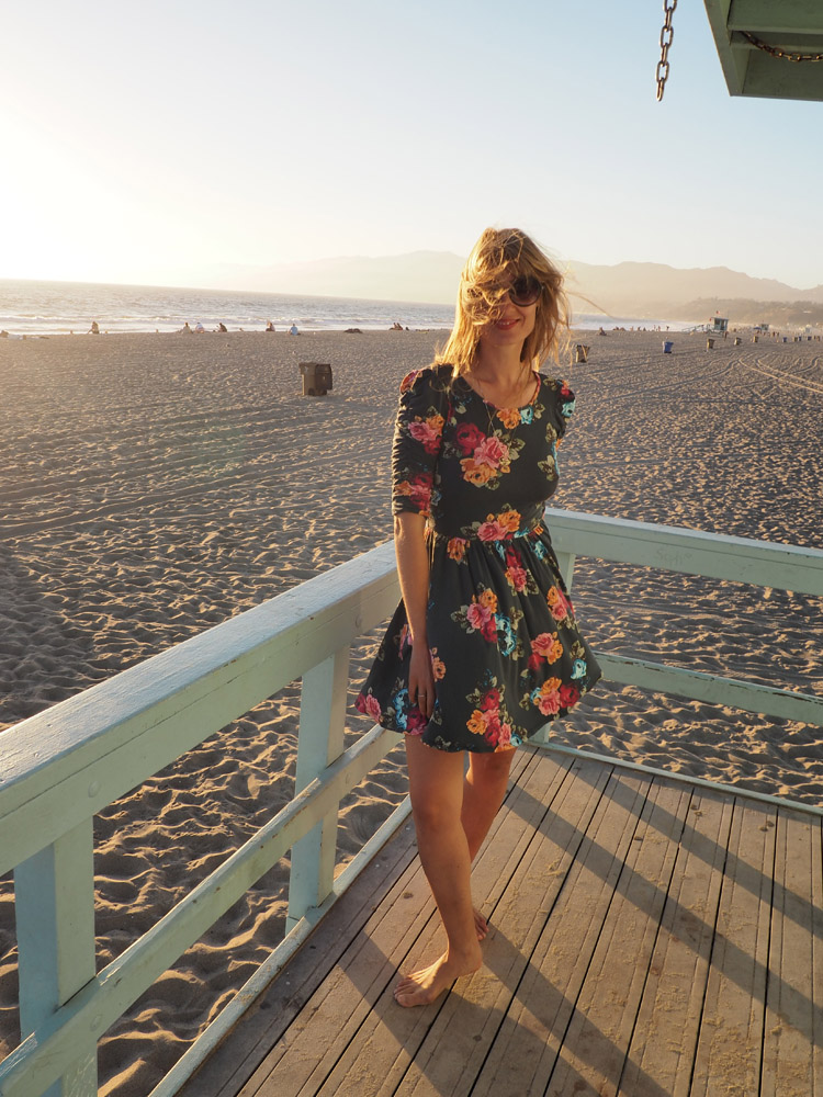 Blumenkleid_Santa Monica Beach_Rettungsturm_LA_golden cage_6