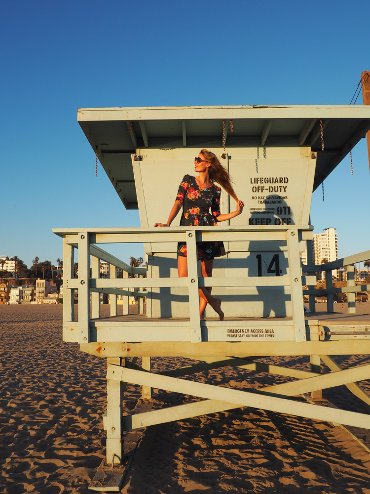 Blumenkleid_Santa Monica Beach_Rettungsturm_LA_golden cage_5