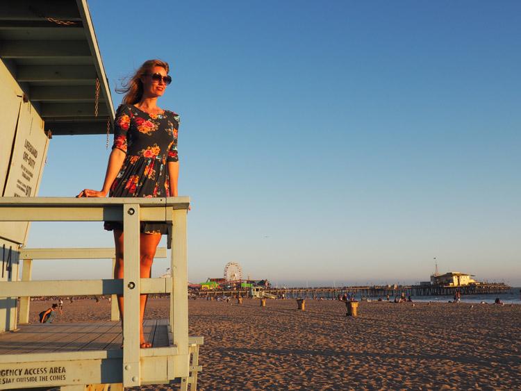 Blumenkleid_Santa Monica Beach_Rettungsturm_LA_golden cage_7