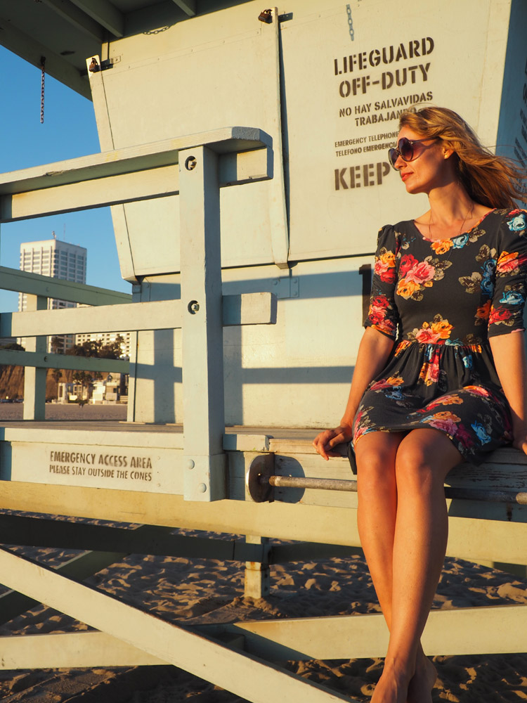 Blumenkleid_Santa Monica Beach_Rettungsturm_LA_golden cage_8