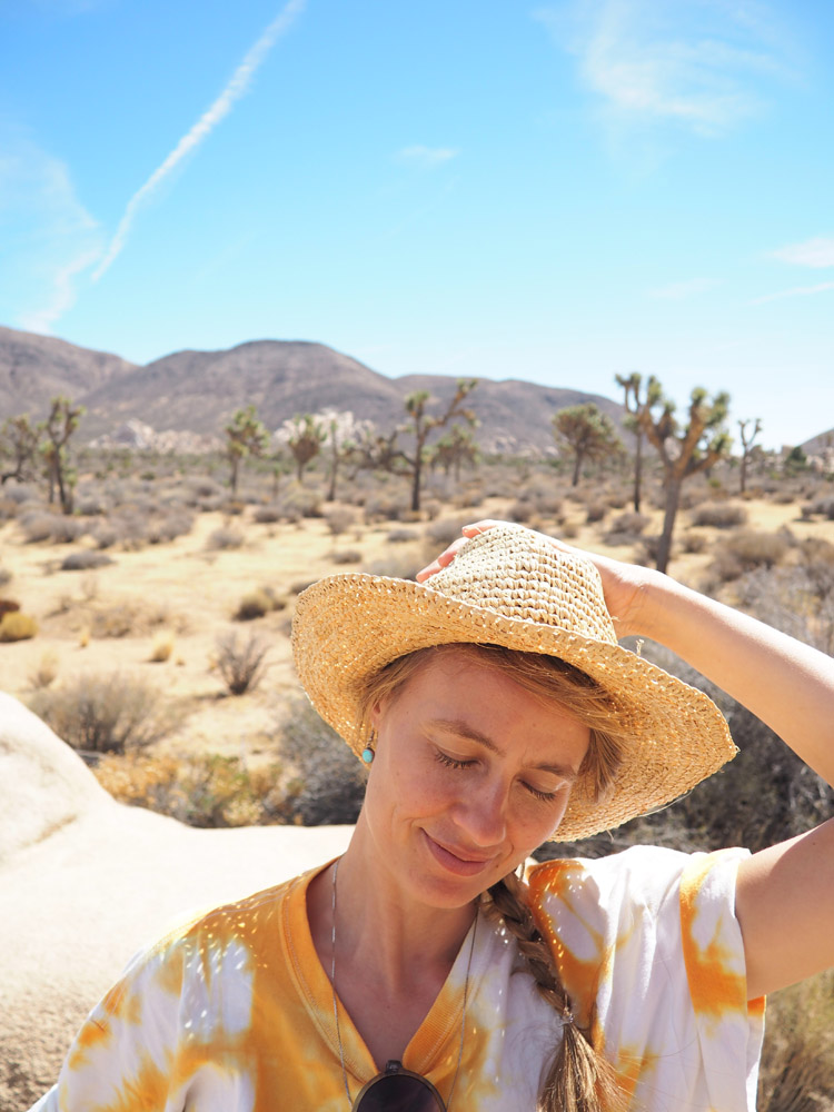 Joshua Tree National Park_Denimskirt DIY_Batik Tee_Straw Hat_golden cage_2