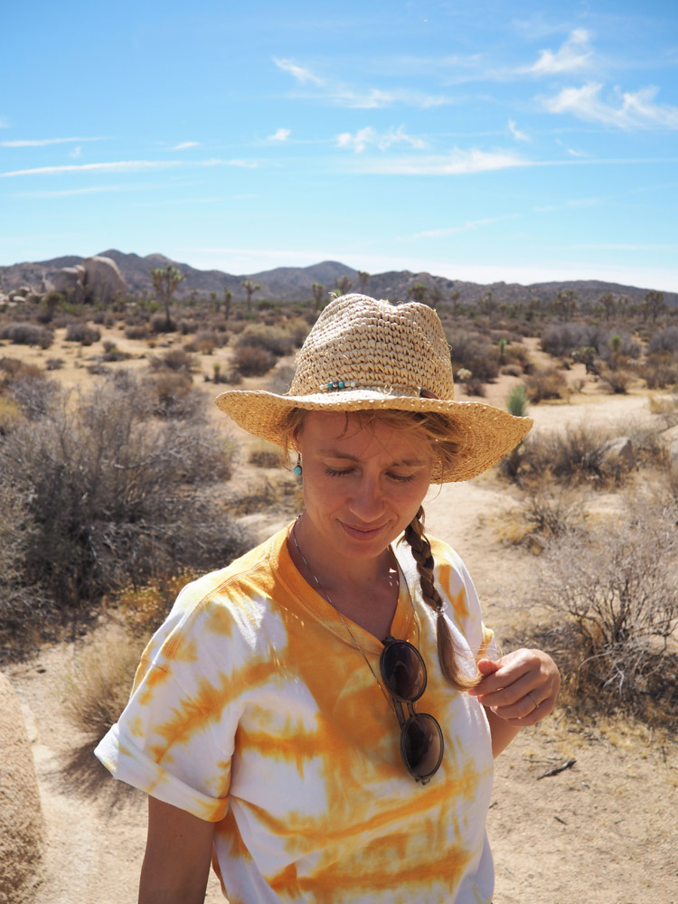 Joshua Tree National Park_Denimskirt DIY_Batik Tee_Straw Hat_golden cage_4