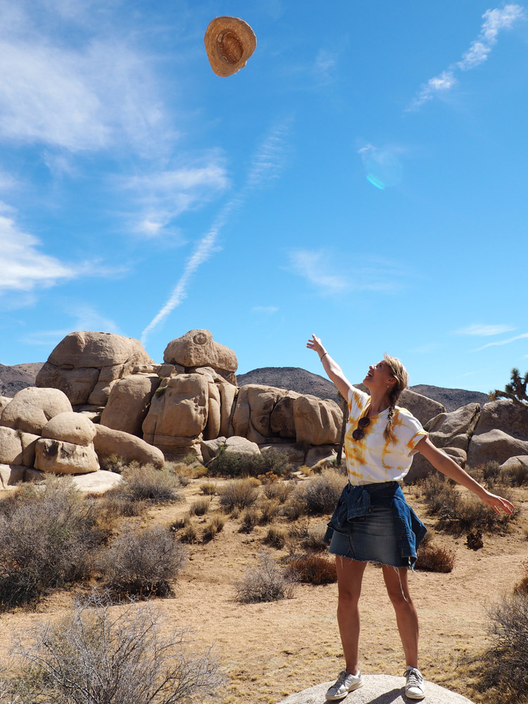 Joshua Tree National Park_Denimskirt DIY_Batik Tee_Straw Hat_golden cage_3