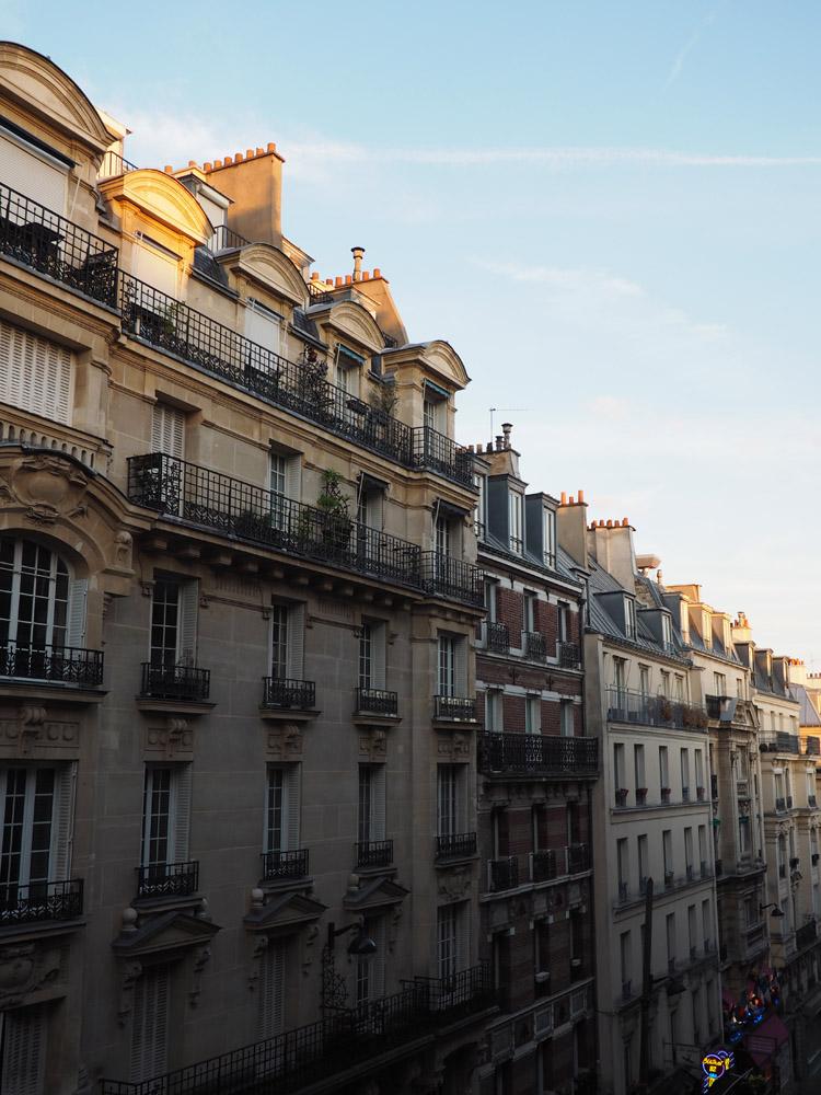 Paris_Montmarte_golden cage_Mädelstrip_2