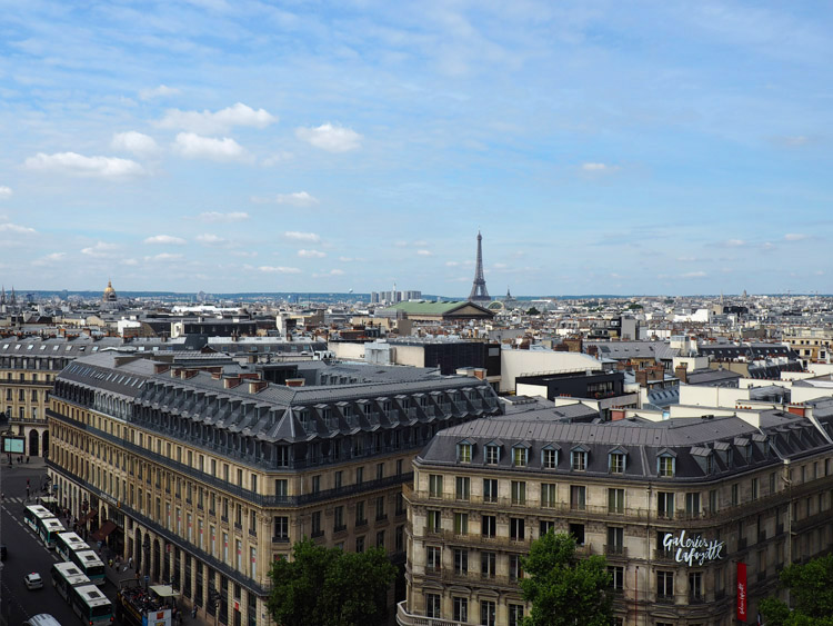 Paris_Galeries Lafayette_Eiffelturm_golden cage_Mädelstrip