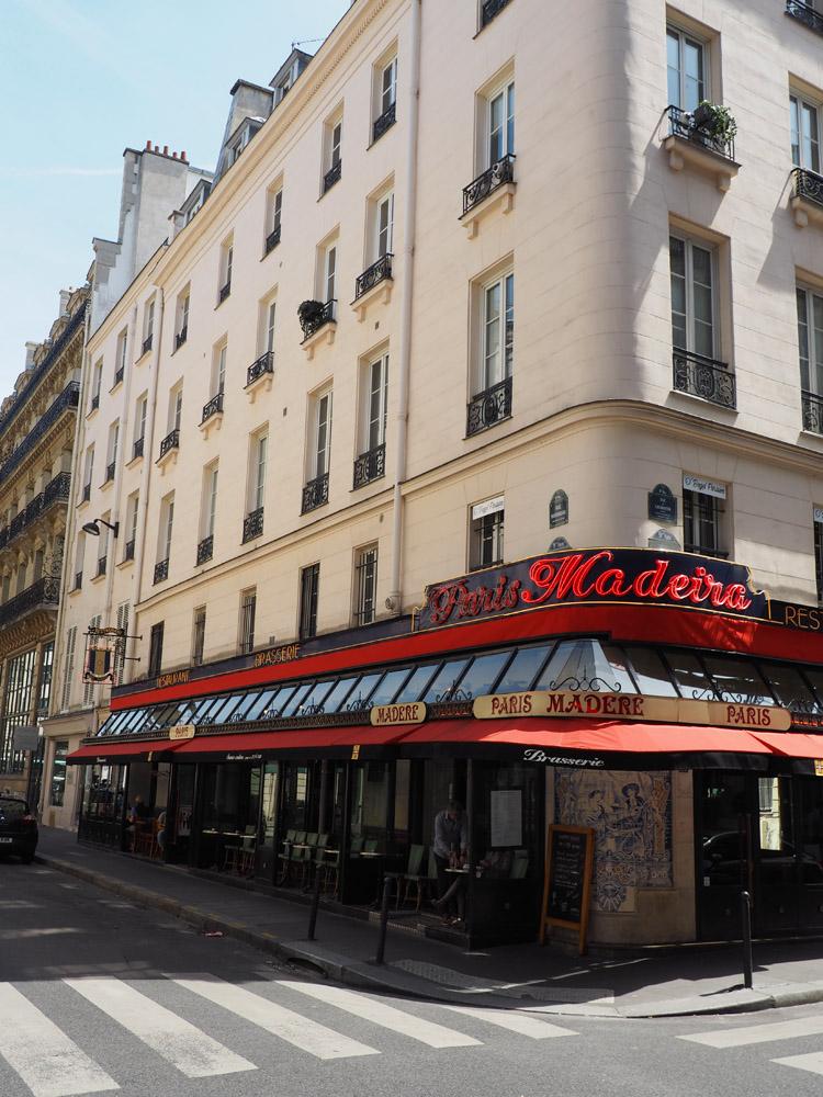 Paris_streetview_golden cage_Mädelstrip_5