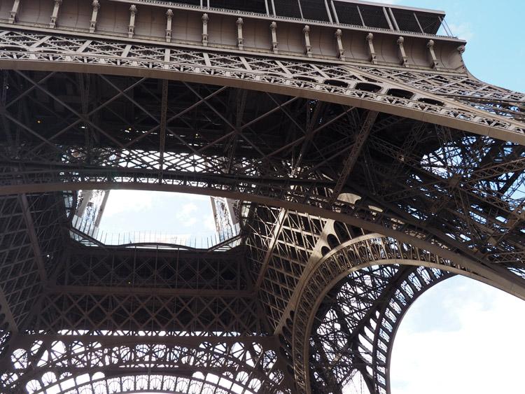 Paris_Eiffelturm_golden cage_Mädelstrip_2