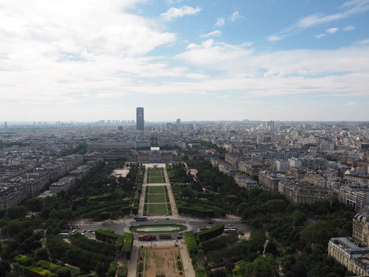 Paris_Blick vom Eiffelturm_golden cage_Mädelstrip