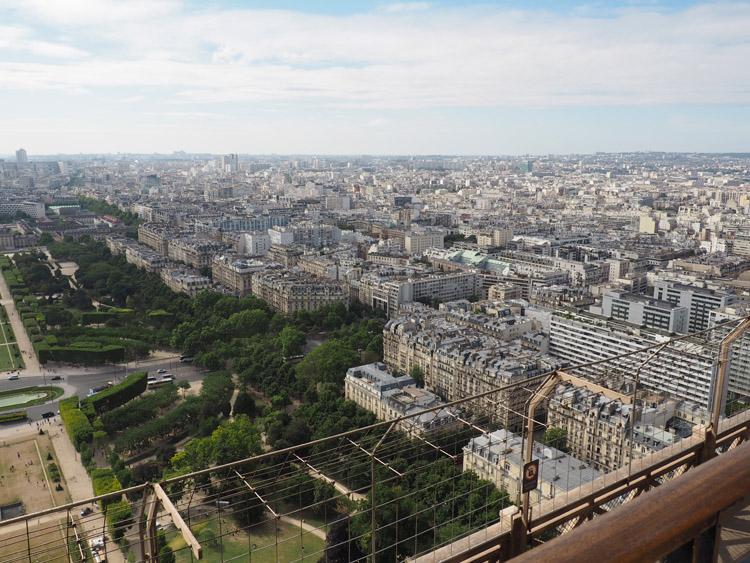Paris_Blick vom Eiffelturm_golden cage_Mädelstrip_2