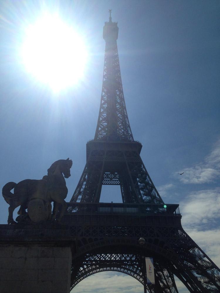 Paris_Eiffelturm_golden cage_Mädelstrip_3